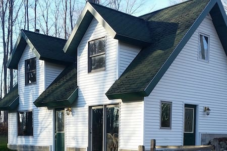 Quaint Private Small Country House in the Forest - Buckley - Ev