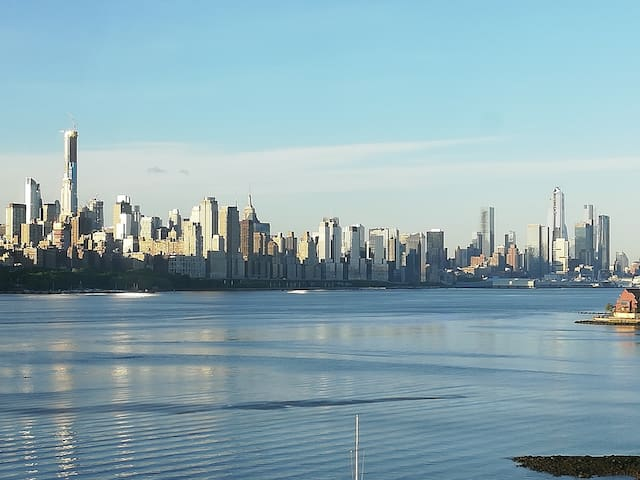 NYC Skyline views N.J. WaterFront. 2 NYC in min.s