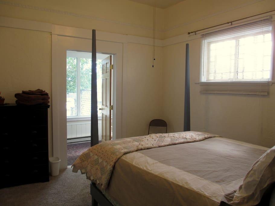 Bright & sunny room