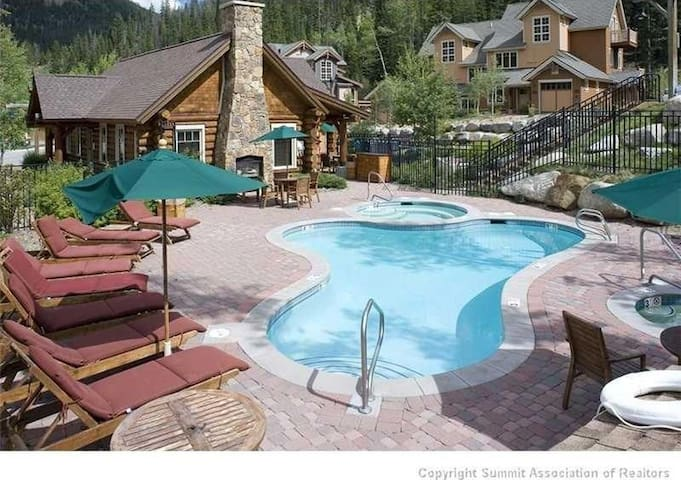 Steps from Heated Pool, Hot Tubs and Ski Shuttle!