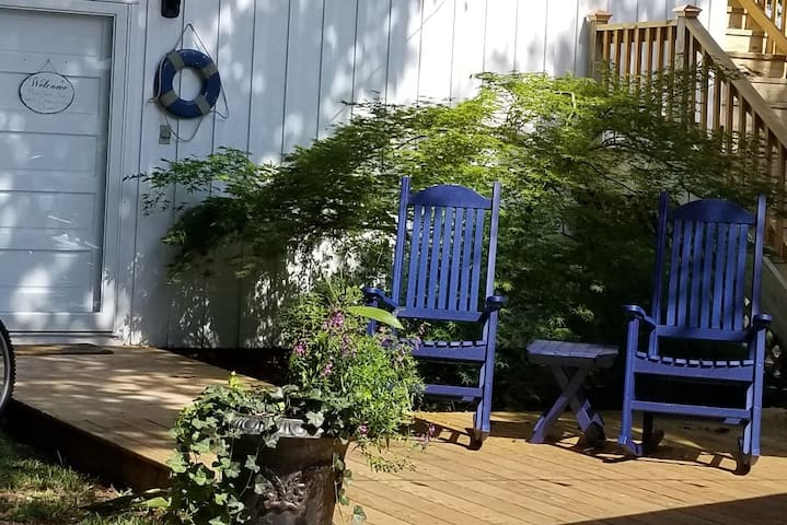 Backyard Studio in the Historic District