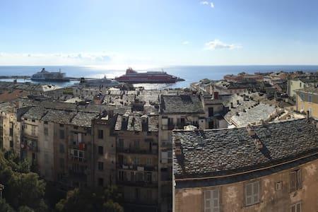 Bastia : Centre Ville F3 vue imprenable sur la mer
