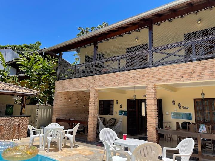 Casa com piscina privativa, poucos passos da praia