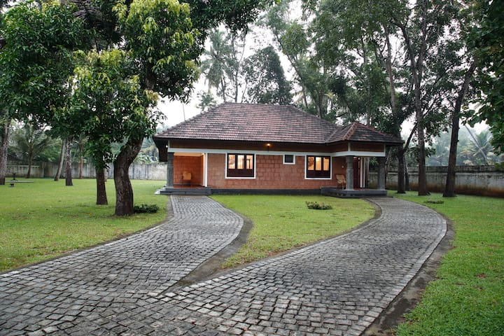 Karapuram Private Family Cottage - Mararikkulam North - Szoba reggelivel