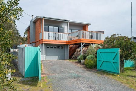 Modern 3 Bed, 2 bath, outdoor oven - Greens Beach