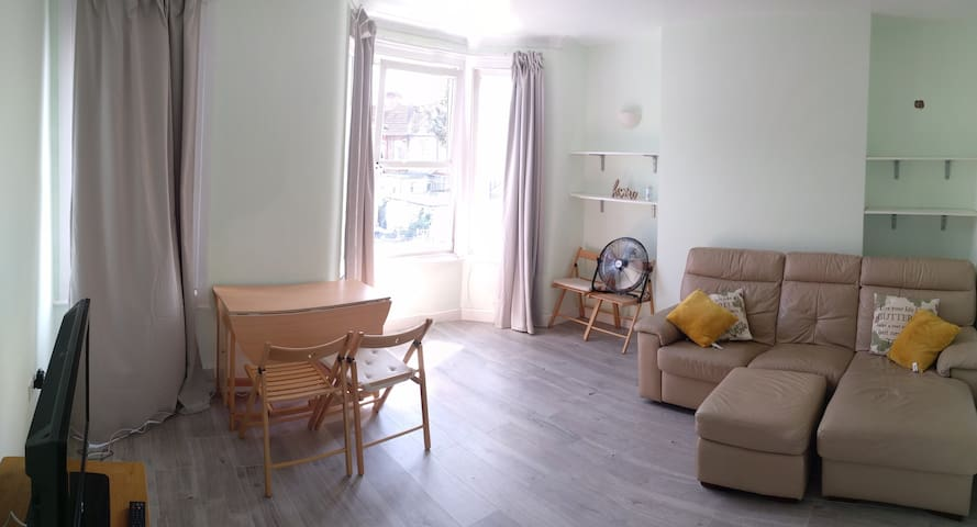 Beautiful flat in barking 5 mins from station
