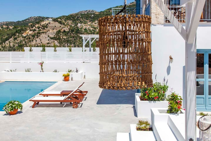 JuneOffer:Villa With Incredible Views in Kalamitsi