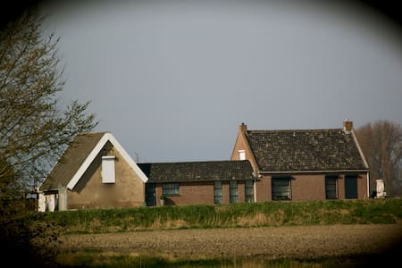 artistieke ruime kamer in polder nabij Hulst. - Walsoorden - B&B/民宿/ペンション