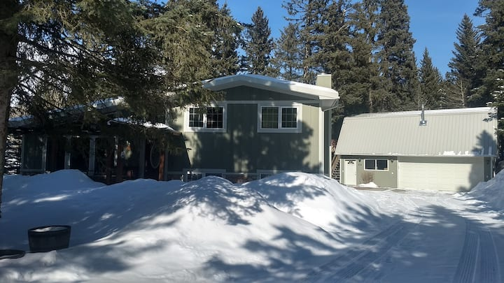 Comfortable home close to nature in Bragg Creek