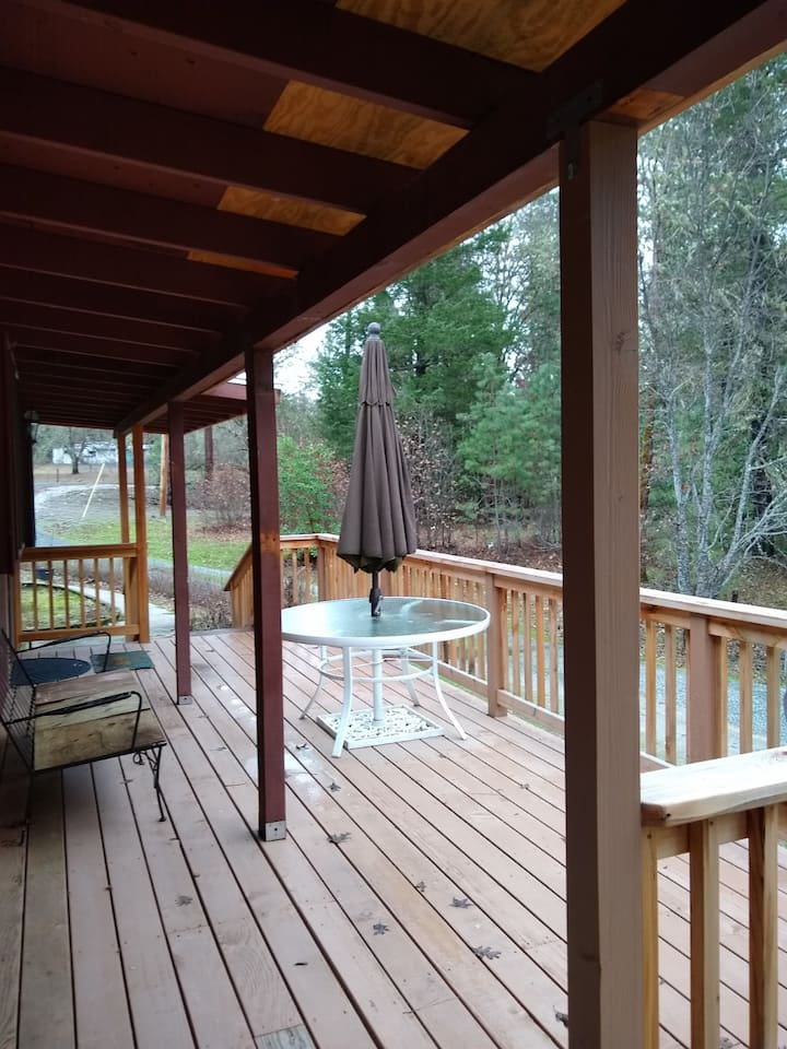 Country Home with deck, Close to town