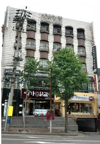 Near airport Seoul Sinchon 303 only for ladies
