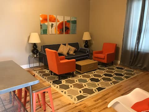 Stateline Stay 2: super clean, renovated apartment