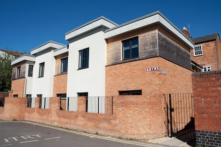 Superior 4bed Grade11 listed serviced apartment