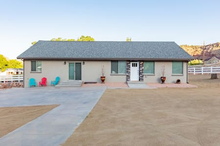 Mountain Views and W/D! New 3BR/2BA Home Near Zion