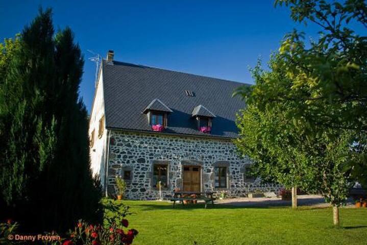CHAMBRE D'HOTES ESCLADINES  au coeur de l'Auvergne