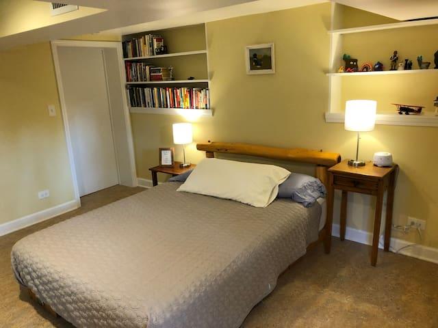 Super Comfy Private Suite in Oak Park