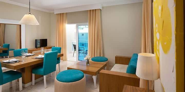 1 Bdr. Presidential Suite at 5* Beachfront Resort