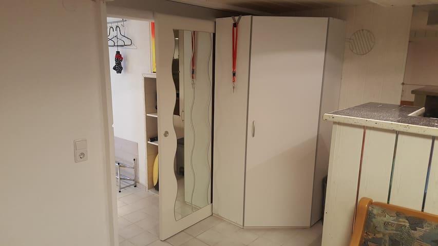 Zimmer mit Küchezeile und Bad
