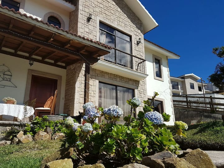 Linda y amplia casa con vistas increibles