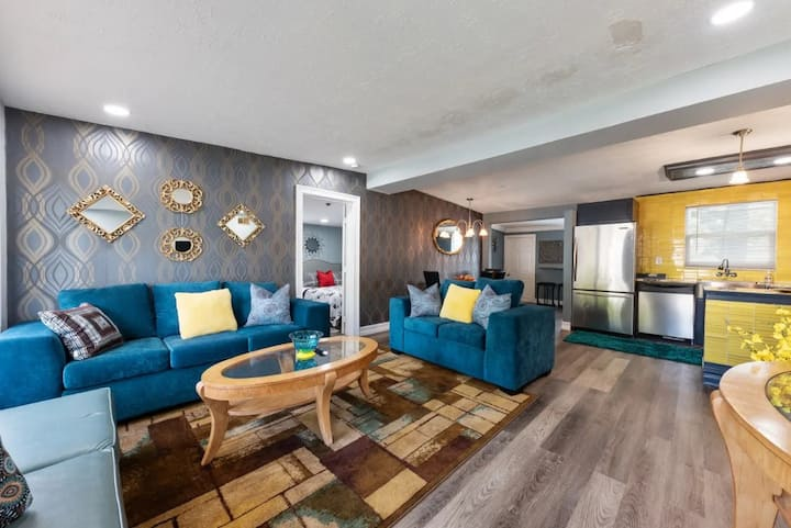 NEW! Lux  Pool Home mins to #1 Beach/CLEARWATER