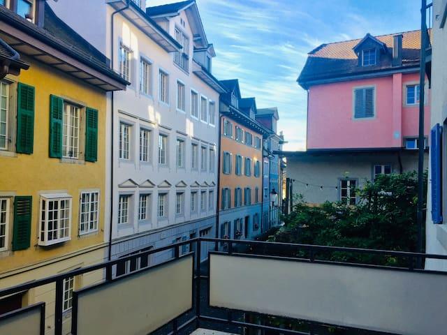 Aussicht von der Terrasse auf die historische Altstadt von Bremgarten
