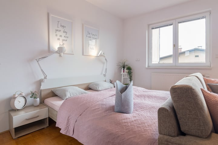 Cute Room+Balcony *Nice walk to the city center*