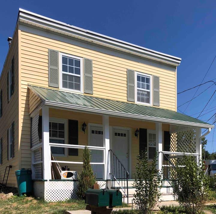 Townhouse, clean, cozy, efficient