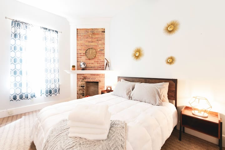 Traveler Room-Private Room in Trendy Arts District