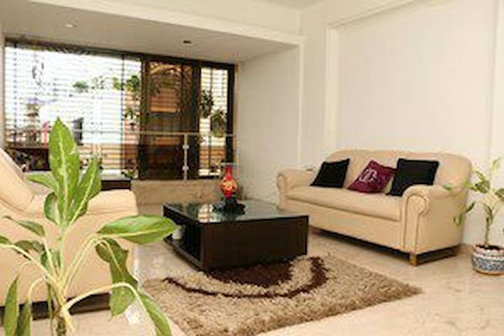 FIVE STAR LUXURY AT AFFORDABLE COST - Mumbai - Appartement