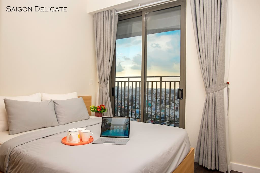 High floor apartment gives you an amazing city view. Having a balcony is a big plus for this cozy apartment