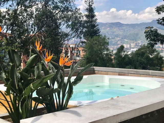 Luxury Apartment, Huge Private Terrace & Jacuzzi