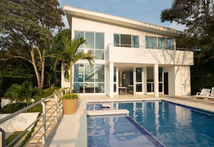 Amazing Vacation Home/Pool+Jacuzzi