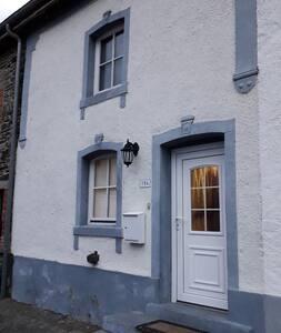 Maison au cœur du village de Bourcy