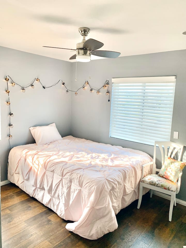 Private Room Close to Down Town SD