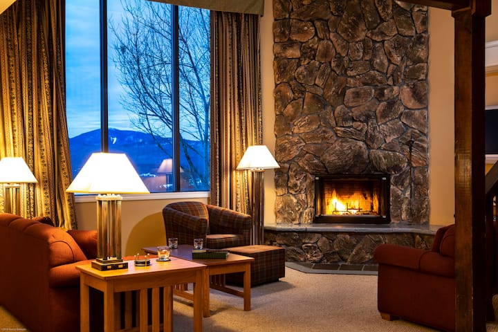 Magnificent mountain views from your unit.