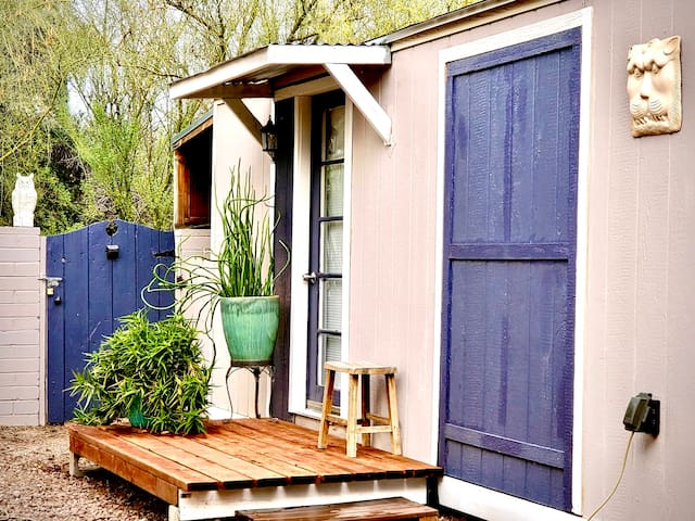 Private Tiny House in Hawthorne Grove