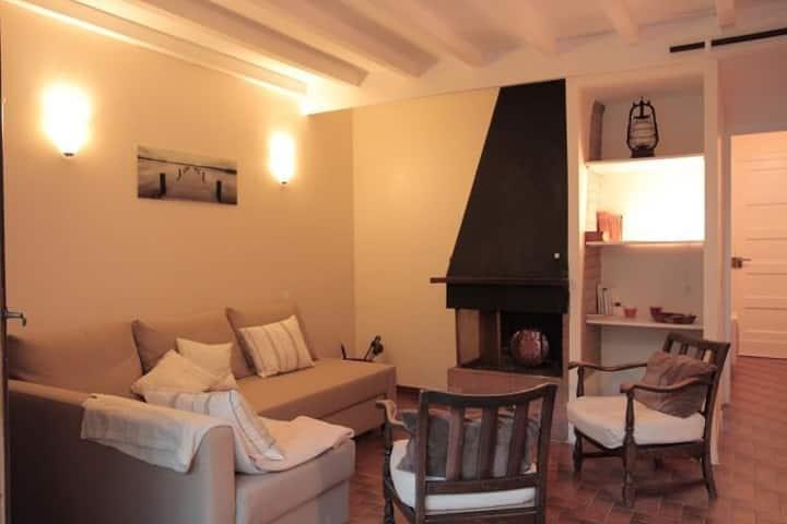 Coquet et douillet appartement pour 4 personnes au 1° étage d'une petite copropriété.