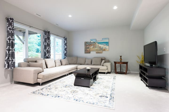 Elegant and spacious apartment in a lovely house