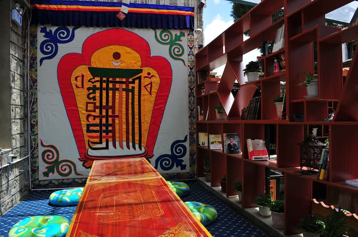 藏式独栋别墅,位于八廓街大昭寺边缘,闹中取静,适合家庭出行或朋友结伴 - 拉萨 - Villa