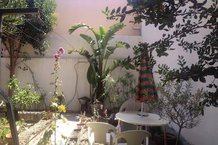 Logement avec jardin - Dům