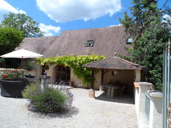 Faurelie Barn Conversion, spacious, bright + cosy!