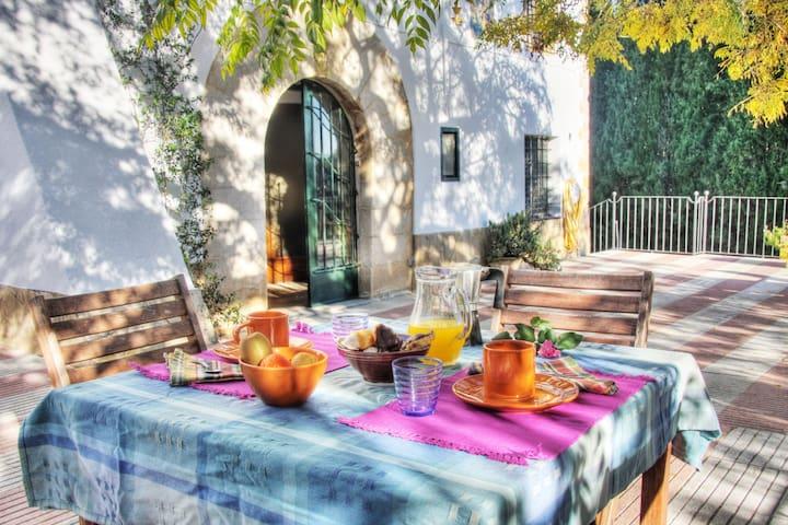 Masia amb encant per a grups d'amics i famílies - Bescanó - Casa