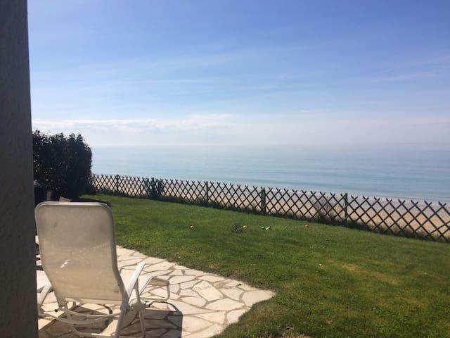 Nice villa, on the seafront! - Coudeville-sur-Mer - Vila