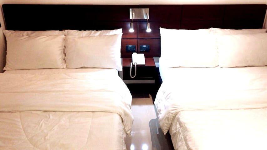 Excelente Ilumacion, cuenta con baño privado, Tv satelital.