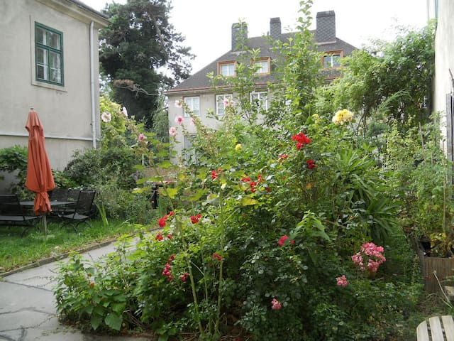 My home in Vienna - beautiful flair/flower garden - Wien - Apartment