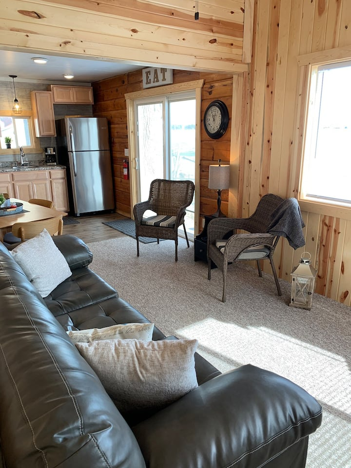 Lake cabin for rent, May 22-Sept 7.  110 day min.