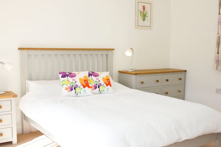 Lovely ,central room plus breakfast - Sherborne - Hus