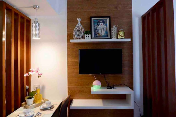 Your Urban Abode @ Cool Suites (with NETFLIX)