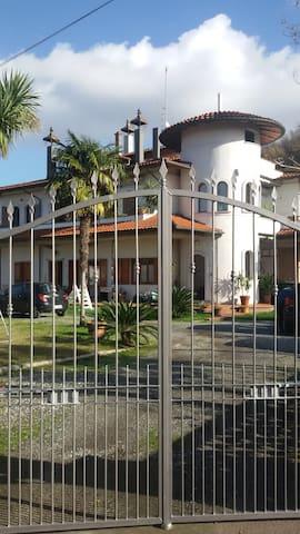Appartamento nel bianco Castello - Casano - Apartamento