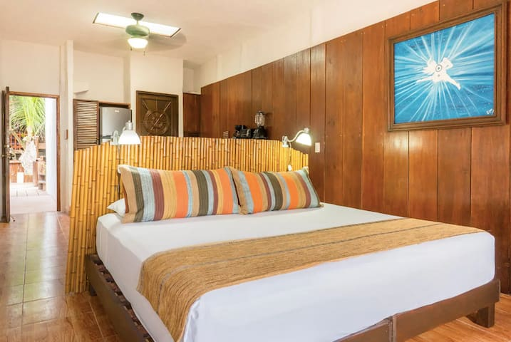 Comfy King Size Bed with cotton linens facing the ocean. You wake up to stunning beach views!